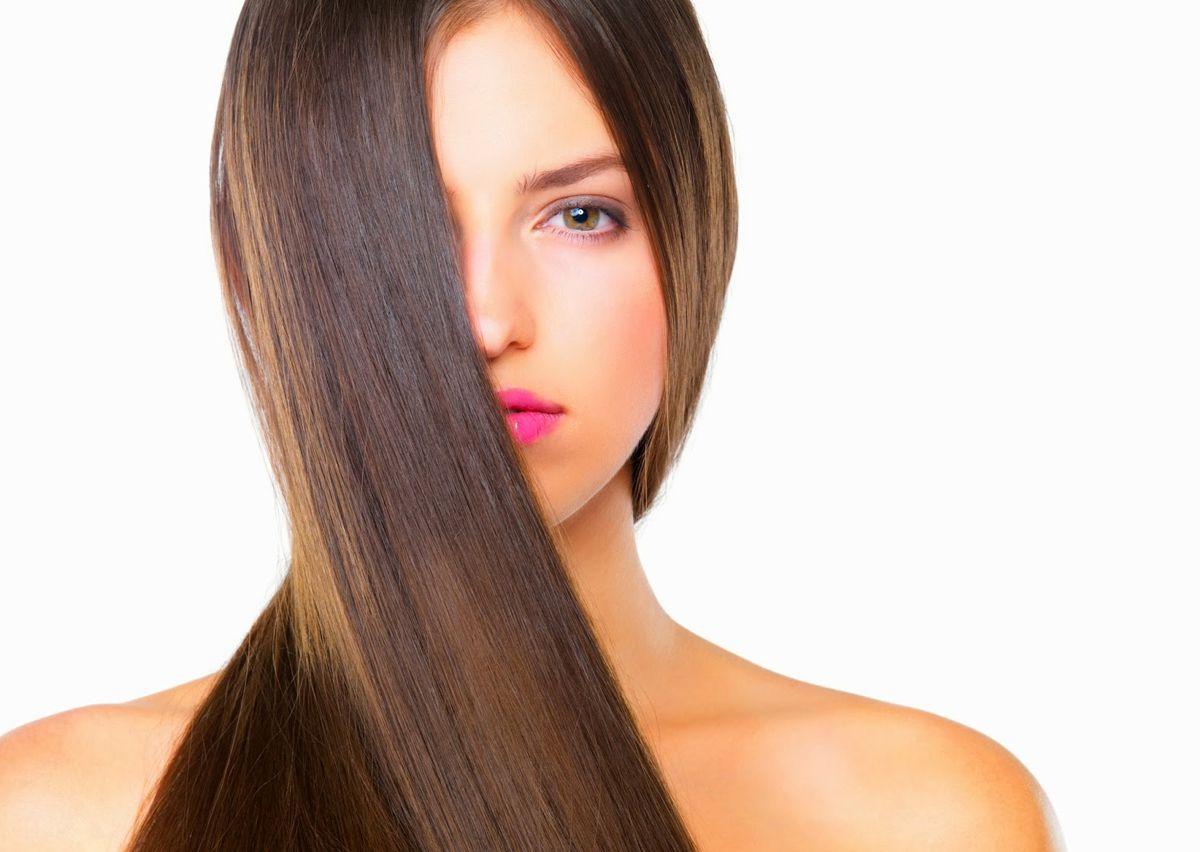 devojka sa dugom kosom