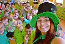 vaspitačica Anita Pešić sa decom
