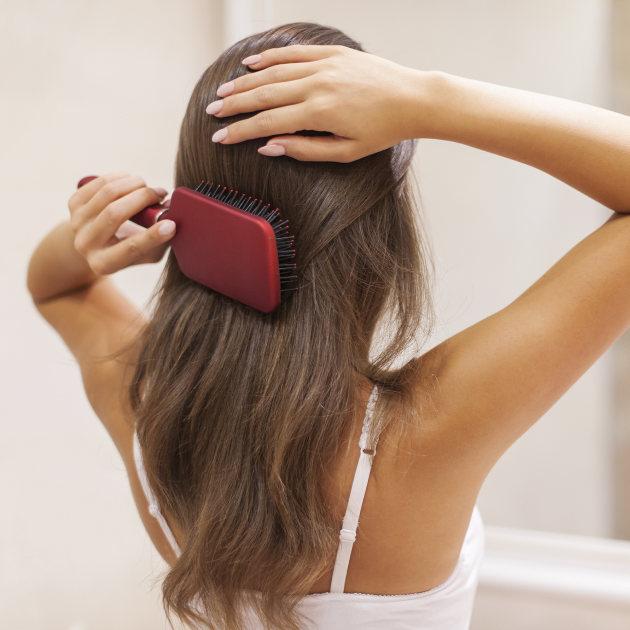 Češljanje kose pre spavanja