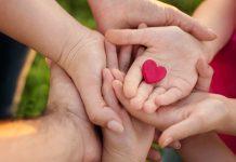 Ruke roditelja i dece altruizam